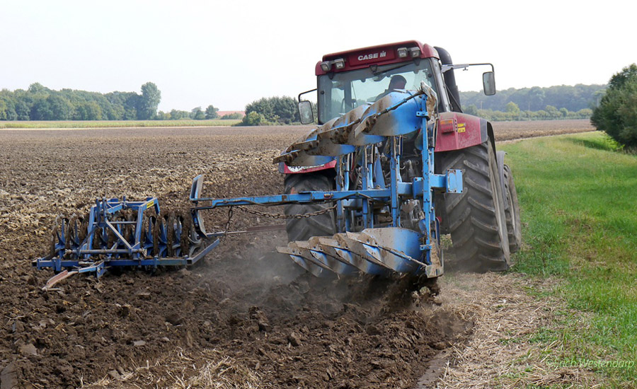 agriculture-tractor-900.jpg