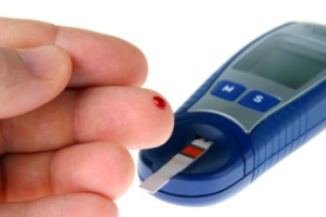 a diabetic tests his blood sugar level